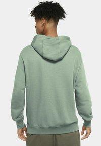 Nike Sportswear - CLUB HOODIE - Luvtröja - steam/steam/white - 2