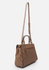 Guess - HANDBAG VALY LARGE GIRLFRIEND SATCHEL - Handbag - latte - 1