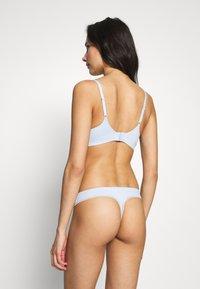 Calvin Klein Underwear - LIQUID TOUCH THONG - Thong - baby blue - 2