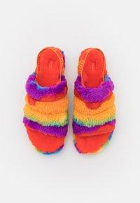 UGG - FLUFF YEAH SLIDE CALI COLLAGE - Domácí obuv - rainbow - 4