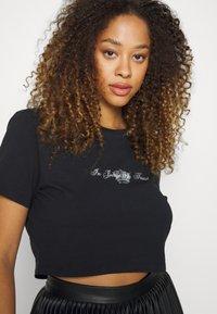 Juicy Couture - CROWN - T-shirt print - black - 5