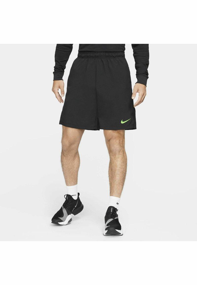 Nike Performance - FLEX SHORT - Träningsshorts - black mean green