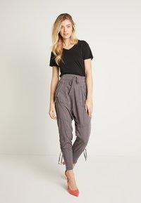 Cream - NANNA PANTS - Pantalon classique - pitch black - 1
