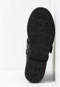 Pepe Jeans - MADDOX STUDS - Cowboy/biker ankle boot - black - 6