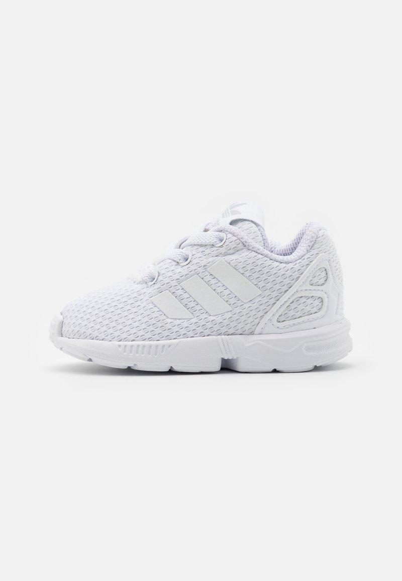 adidas Originals - ZX FLUX UNISEX - Trainers - footwear white