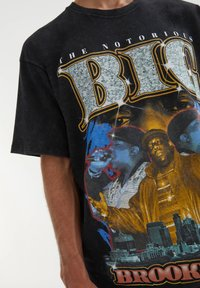 PULL&BEAR - THE NOTORIOUS B.I.G - T-shirt con stampa - mottled black - 3