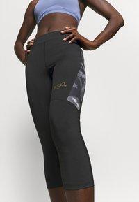 Everlast - WOMEN JASPE - 3/4 sportovní kalhoty - black - 4