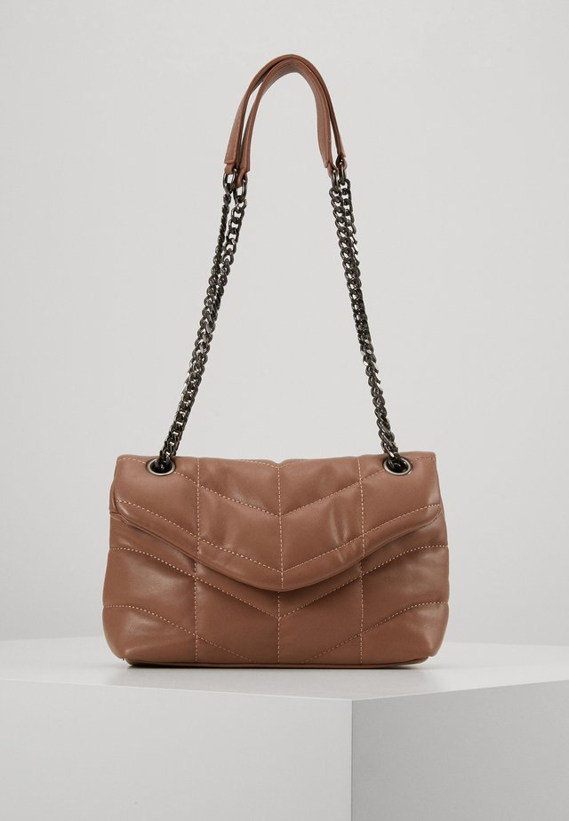PCJULY CROSS BODY KEY - Torba na ramię - tobacco brown