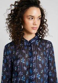 YAS - YASRICHA - Button-down blouse - navy blazer - 3