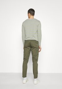 Lindbergh - PANTS - Cargo trousers - army - 2