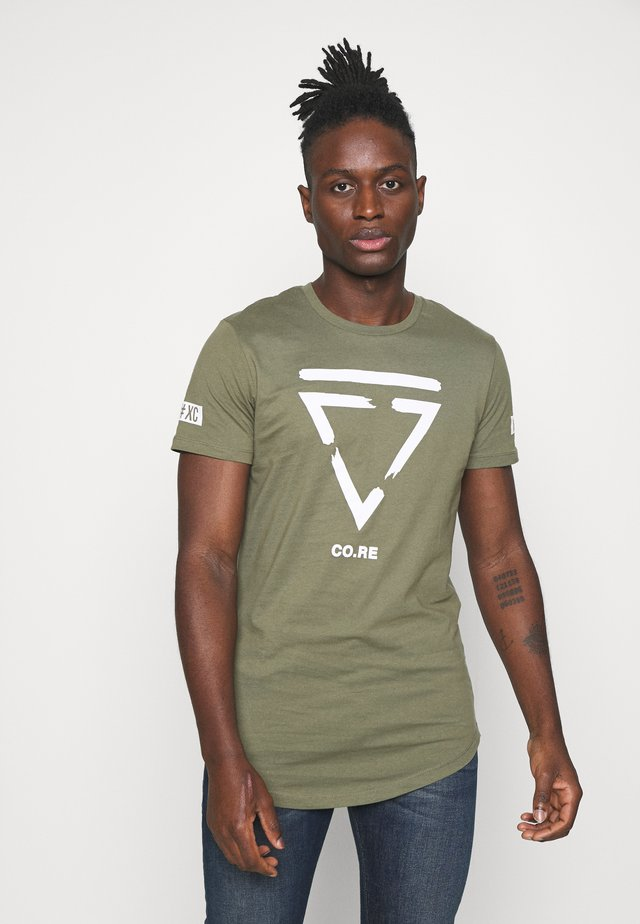 JCONEWHOLM TEE CREW NECK - T-shirt print - dusty olive