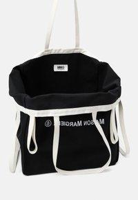 MM6 Maison Margiela - BERLIN BAG - Velká kabelka - black - 4