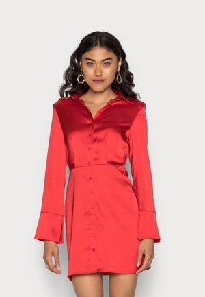 WILLOW DRESS - Juhlamekko - mars red