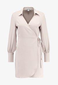 UNIQUE 21 - TAILORED WRAP DRESS - Robe d'été - stone - 4