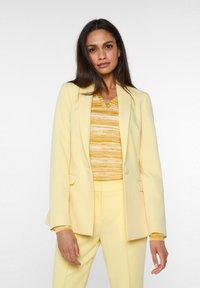 WE Fashion - Blazer - light yellow - 0
