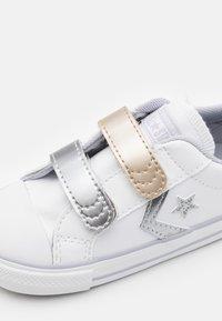 Converse - STAR PLAYER - Sneakers laag - white/gravel/metallic - 5
