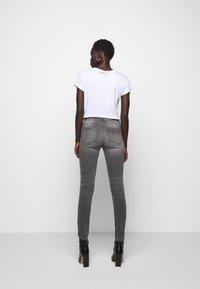 KARL LAGERFELD - CHAIN - Jeans Skinny Fit - grey denim - 2
