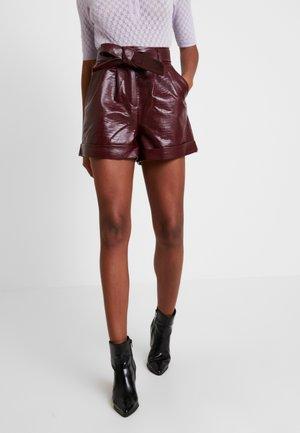 CROC - Shorts - bordeaux