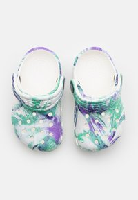 Crocs - CLASSIC OUT OF THIS WORLD - Sandály do bazénu - white/multicolor - 3