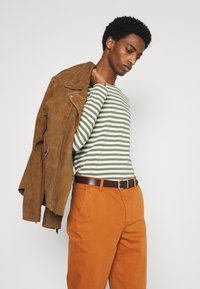 DOCKERS - CASUAL - Chinos - leather brown - 3