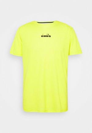 EASY TENNIS - Basic T-shirt - green spring
