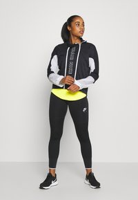 Nike Performance - AIR - Běžecká bunda - black/white - 1
