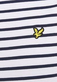Lyle & Scott - BRETON STRIPE - T-shirt med print - navy/white - 5