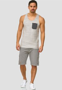 INDICODE JEANS - Shorts - grey - 1