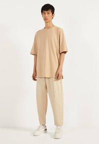 Bershka - T-shirts basic - beige - 1