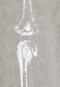 Night Addict - CHEST - Pantaloni sportivi - charcoal - 2