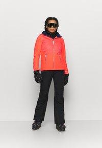 O'Neill - HALITE JACKET - Kurtka snowboardowa - fiery coral - 1