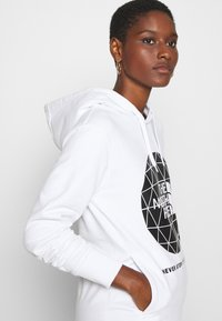 The North Face - GEODOME HOODIE - Hoodie - white - 3