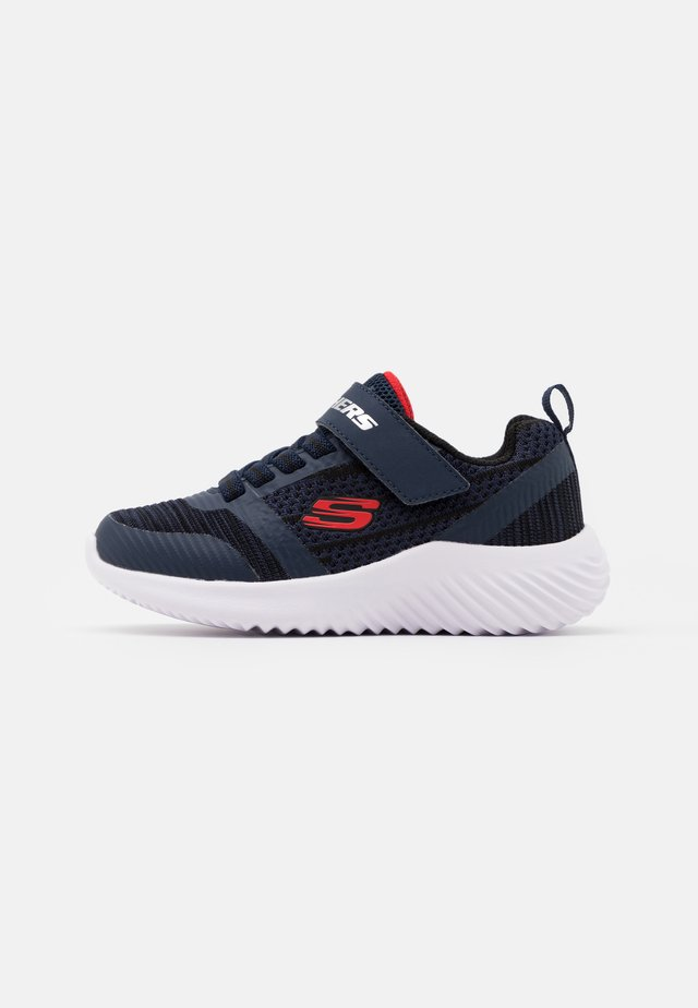 BOUNDER - Zapatillas - navy/black/red