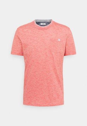 FINELINER WITH POCKET - T-shirt basic - powerful red yarn dye stripe