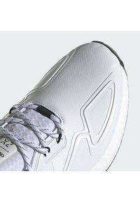 adidas Originals - ZX 2K BOOST SHOES - Trainers - ftwwht/ftwwht/cblack - 7