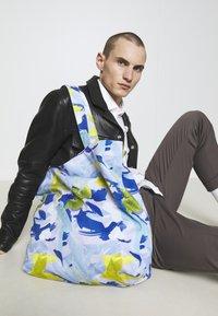 STUDIO ID - TOTE BAG L - Shopping Bag - multicoloured/blue - 1