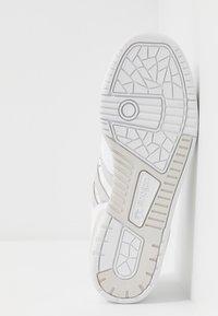 adidas Originals - RIVALRY - Sneakersy niskie - footwear white/grey one - 4