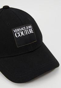 Versace Jeans Couture - VISOR LABEL - Cap - black - 6