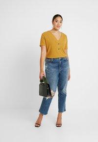 ONLY Carmakoma - CARHELENE - Camiseta básica - harvest gold - 1