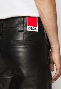 032c - WORK PANT - Kožené kalhoty - black - 6