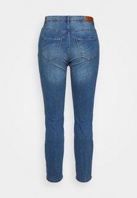 Vero Moda Curve - VMMANYA - Slim fit jeans - medium blue denim - 1