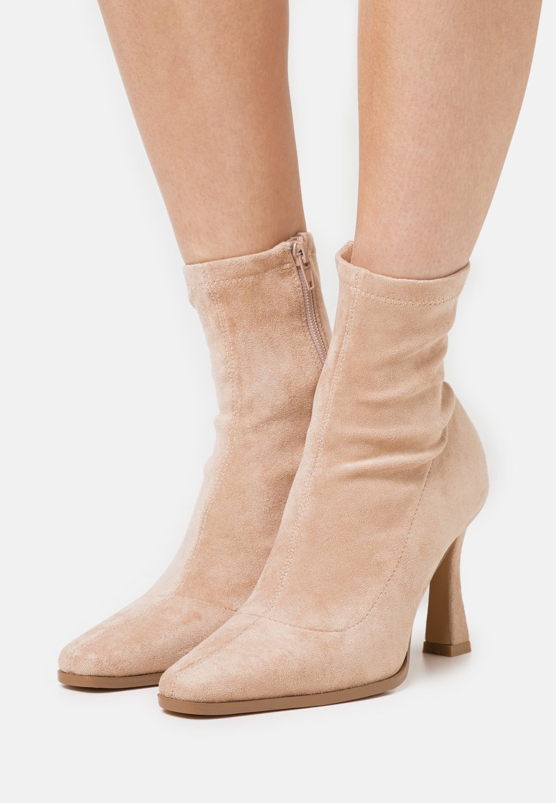 Missguided - FEATURE SOCK BOOTS - High heeled ankle boots - sand