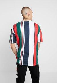 Urban Classics - HEAVY OVERSIZED BIG STRIPE TEE - Print T-shirt - white/navy - 2