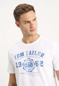 TOM TAILOR - LOGO TEE - Print T-shirt - white - 4