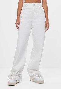 Bershka - Flared Jeans - stone - 0