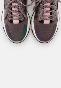 Steve Madden - AJAX - Matalavartiset tennarit - purple metallic - 5