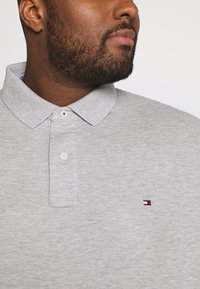 Tommy Hilfiger - Polo shirt - grey - 4