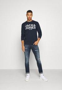 Jack & Jones - JJHERO  - Felpa - navy blazer - 1