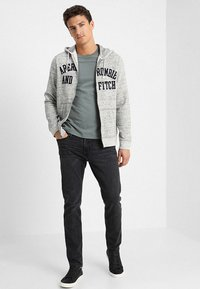 Abercrombie & Fitch - Slim fit jeans - grey - 1