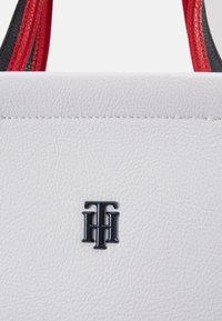 Tommy Hilfiger - BINDING TOTE - Handbag - white - 4